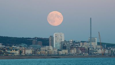 The super moon rises over Brighton, in southern England. (AAP)