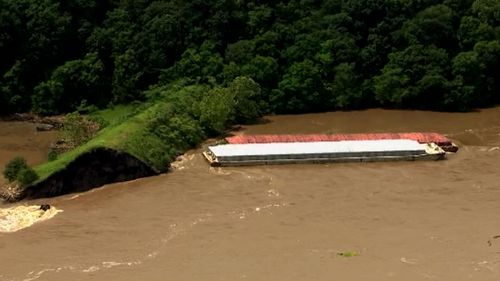 190524 Oklahoma barges dam crash Arkansas River weather news USA World
