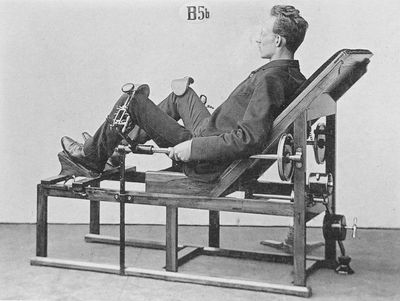 <strong>Zander's kneeling machine</strong>
