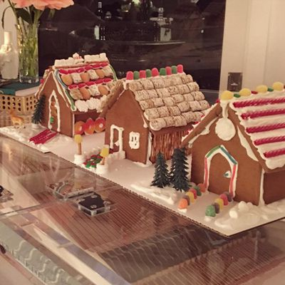 Miranda Kerr is a woman of many talents, and gingerbread house-making is no exception.