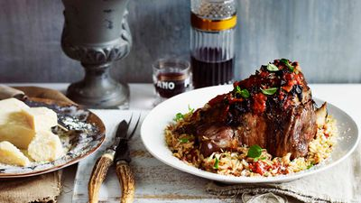 <strong>Greek-style roast lamb with pasta recipe</strong>