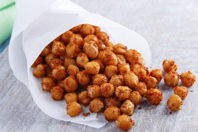 <strong>Roasted chickpeas (134 calories per serve)</strong>