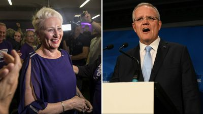 Morrison rallies troops as hung parliament looms