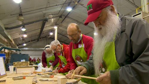 In Santa class, the Santas now learn everything from Facebook to marketing and sign language. (9NEWS)