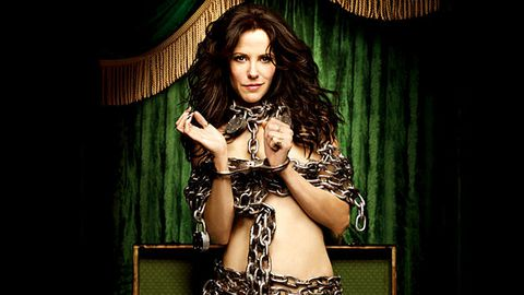 Mary-Louise Parker strips off for Weeds promo (again)