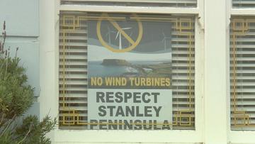 Locals in Tasmania's top tourist town fight wind turbine project