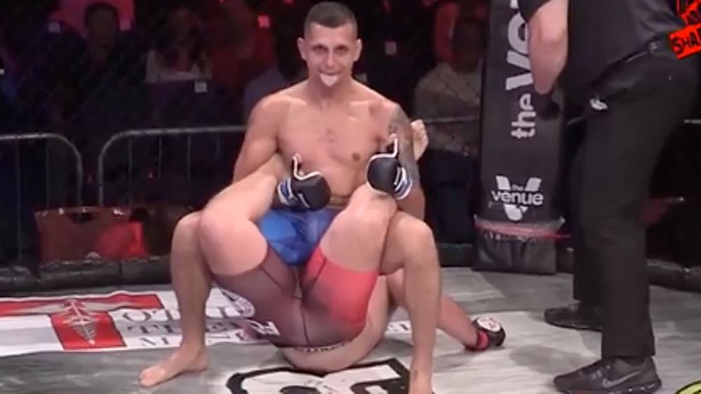 MMA figher Jonno Mears wins fight by submission using 'Walls of Jericho' move