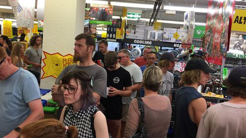 Massive crowds flocked to Albury's JB Hi Fi. (9NEWS)