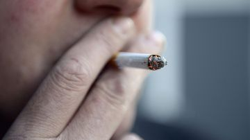 The Tasmanian government is pushing to lift the legal smoking age to 21 or 25. (AAP)
