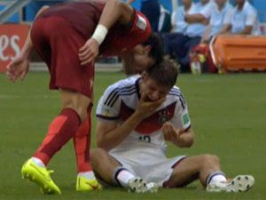 Pepe headbutts Thomas Mueller. (Getty)