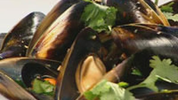 Mussels in Thai Asian broth