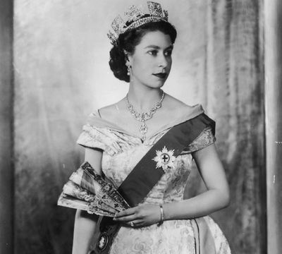 <p>To celebrate the Queen's birthday long weekend we round up the most regal and luxurious beauty products.</p>