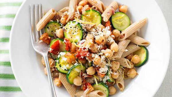 Weight Watchers' zucchini, chickpea and semidried tomato pasta