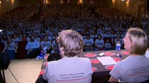 Hundreds of Victorian kindergarten teachers gathered for a meeting at the Athenaeum Theatre on Collins Street. (9NEWS)
