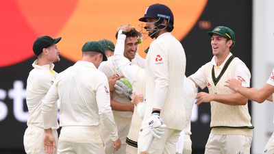 'Ball of the summer' from Starc ends Vince resistance