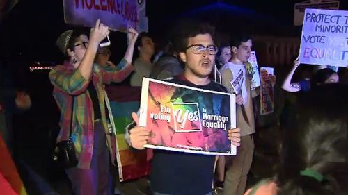 The Yes and No campaigners clashed at the protest. (9NEWS)