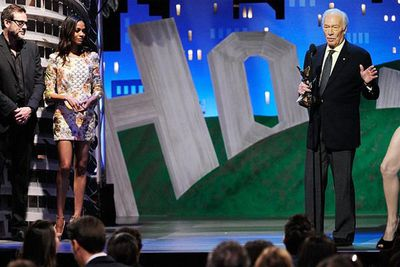 Angie's leg crashes <b>Christopher Plummer</b>'s Oscars acceptance speech.