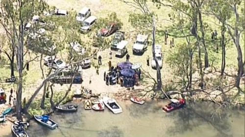 A man and six children have suffered burns in a boat explosion in northern Victoria. (9NEWS)