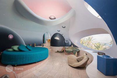 <strong>Pierre Cardin's Bubble Palace still for sale</strong>