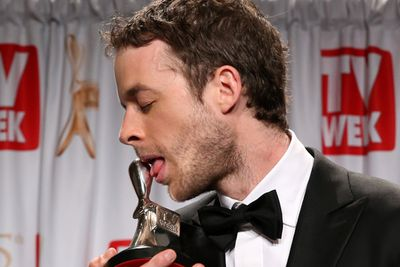 Hamish Blake chose to get sexy with his Logie Award...<br/><br/>(Image: Getty)