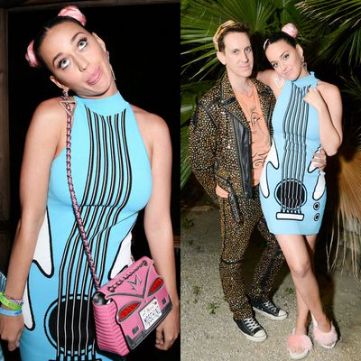 Katy also hung out with Moschino's Jeremy Scott...dressed as an electric guitar