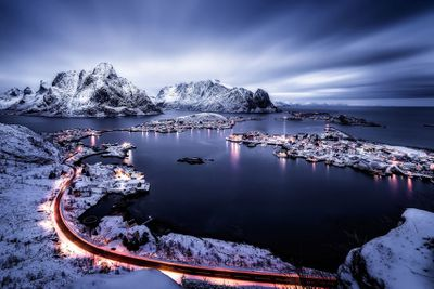 <strong>Reine Blue Hour</strong>