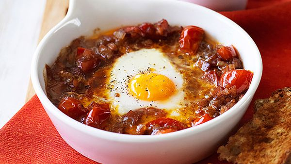 Baked egg with spicy tomato, bacon and onion