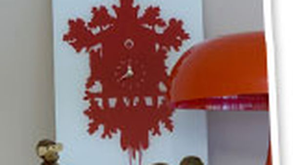 How to… mount a clock on a canvas