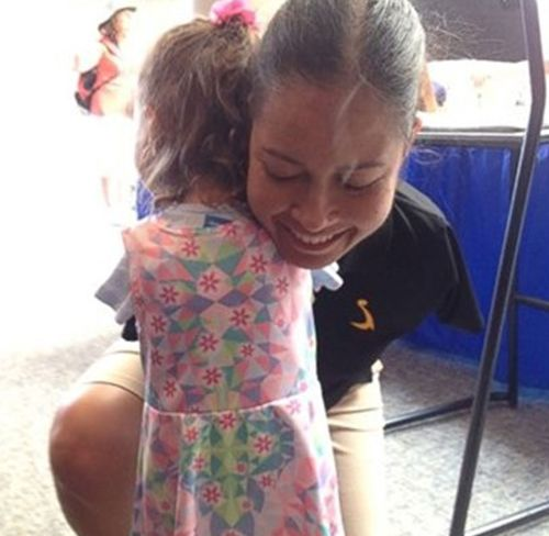 Heartwarming photo of young girl and pilot shows you don't need arms to hug