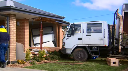 A truck crashed in to a home in Crookwell, NSW. (9NEWS)