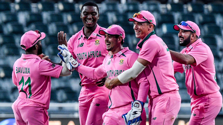 Quinton de Kock divides cricket world with cheeky distraction tactic to run Pakistan batsman out