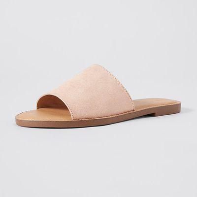 "<a href=""https://www.target.com.au/p/sabrina-sandals/60327178"" target=""_blank"">Sabrina Sandals in Nude, $15</a>"