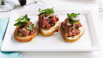"<a href=""http://kitchen.nine.com.au/2016/05/16/12/20/steak-tartare"" target=""_top"">Steak tartare</a>"