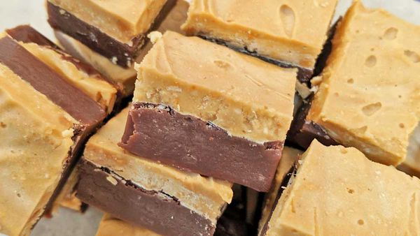 Three ingredient chocolate peanut butter fudge