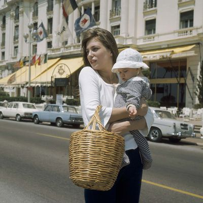 Take inspiration from these iconic mums when shopping for your own.