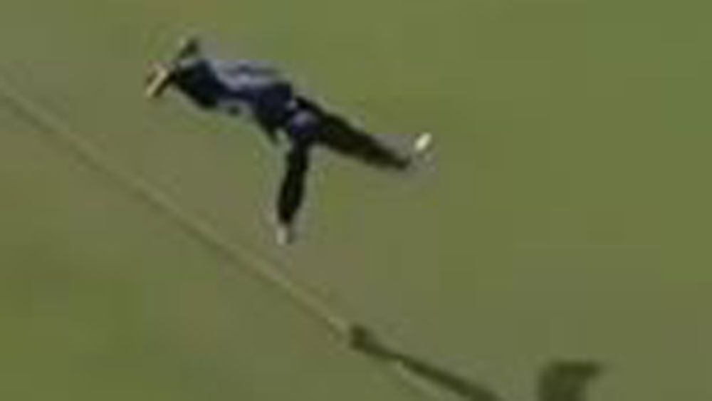 Maxwell's stunning efforts sets up spectacular catch