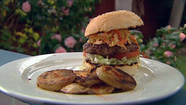Classic american burger with chilli potatoes