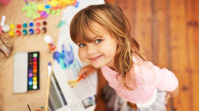 <p>The weather is dismal and your little ones are bored. So bored.</p> <p>They're finally over their fidget spinners and you don't feel like heading to another movie.</p> <p>For a little old-fashioned fun, we've pulled together some cute craft ideas for little kids. And don't worry - they don't need a zillion bits and pieces to make them, and they don't require an art degree. We promise.</p> <p>Swipe on through for some DIY projects using everyday household items like paper towels and cupcake cases &mdash; plus cool arty kits to buy ...</p>