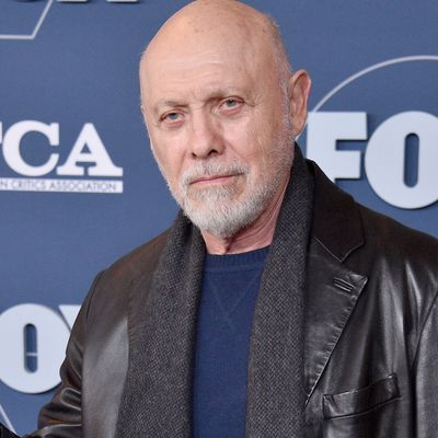 Hector Elizondo as Barnard Thompson