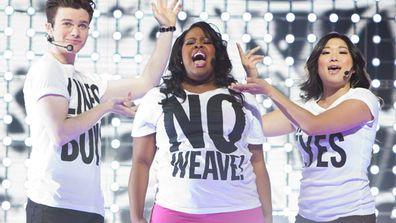 The stars of <i>Glee</i> perform 'Born This Way'.