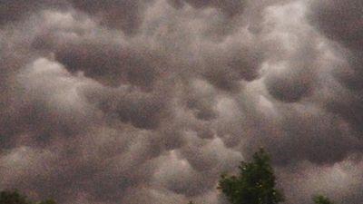 Thick cloud over Logan. (Instagram / @dellvink)