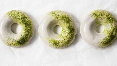 Matcha baked donuts