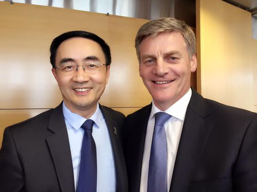 Jian Yang with New Zealand Prime Minister Bill English. (Facebook)