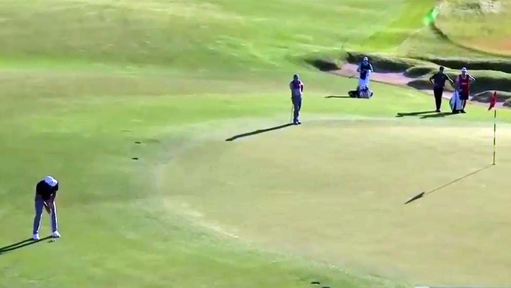 Adam Scott saves his best for last at the 18th at US Open