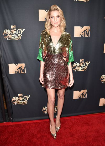 <em>Girls </em>actress Allison Williams in Giuseppe Zanotti heels and toting a Pierre Hardy clutch&nbsp;at the 2017 MTV Movie &amp; TV Awards in Los Angeles