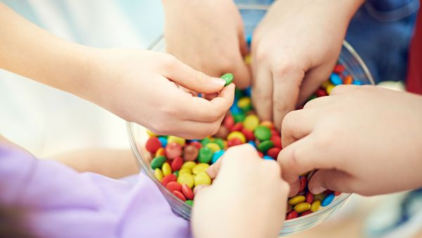 Kids eating lollies
