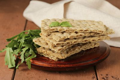 <strong>Multigrain crackers</strong>