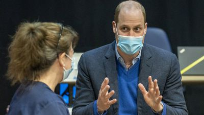 Prince William visits vaccination centre