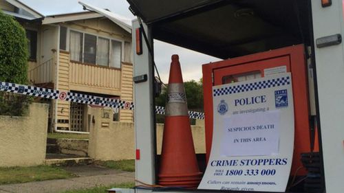 Police have cordoned off  the home. (9NEWS/Sean Power)