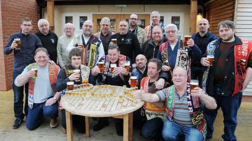 Britain's most commited pub-crawlers reach 20,000th bar